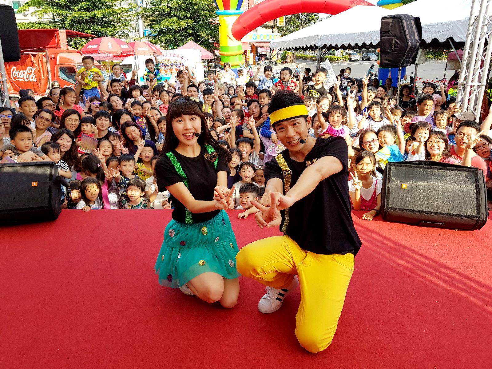 YOYO 親子台的KIWI姐姐(左)與香蕉哥哥 (右)。
